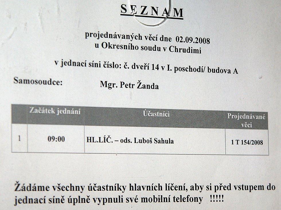Před Okresním soudem v Chrudimi stanul Luboš Sahula, který v květnu v Chrasti autem při nehodě usmrtil matku s dítětem.