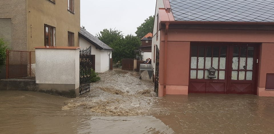 Voda v ulicích Heřmanova Městce