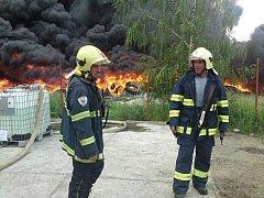 6. června 2011: Hasiči bojují s požárem skládky pneumatik v Boru u Skutče.