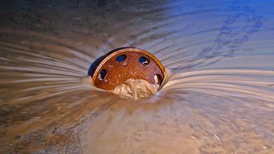 Při přívalových deštích se voda může dostat až do sklepů domů na sídlišti Šance.