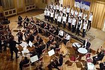 """Vánoční koncert v chrudimském Muzeu nabídl koledy i """"dělostřeleckou"""" salvu,"""