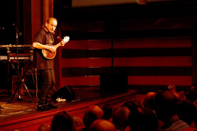 Vlasta Redl vystoupil v chrudimském divadle na benefičním koncertu.