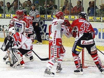 Z hokejového utkání Chrudim: Pelhřimov 3:3.