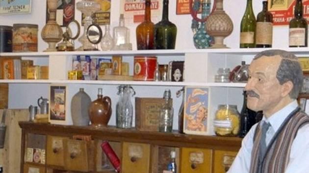 Městské muzeum zaznamenává velké ohlasy na výstavu s názvem Koloniál pana Bajzy.