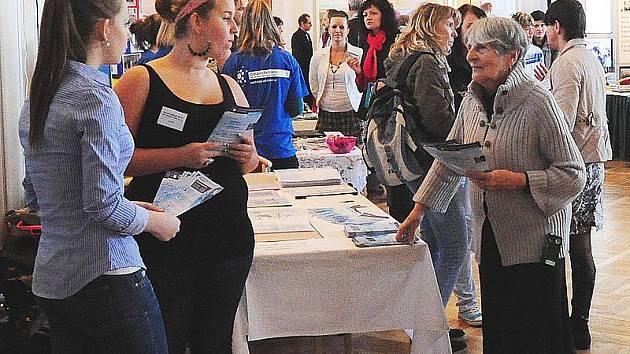 Přehlídky středních škol se zúčastnili převážně zvídaví studenti.