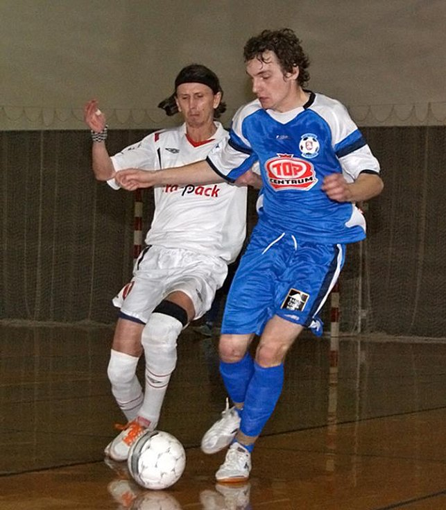 TORF ODOLÁVAL. Zatím nejtěžší práci v letošním ročníku Jetbull Futsal ligy měl chrudimský úřadující mistr v derby s rivalem z města perníku a dosáhl nejtěsnější výhry sezony.