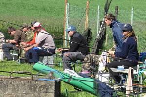 Tradiční rybářské závody u rybníka Hošťalovice si nenechalo ujít 72 soutěžících.