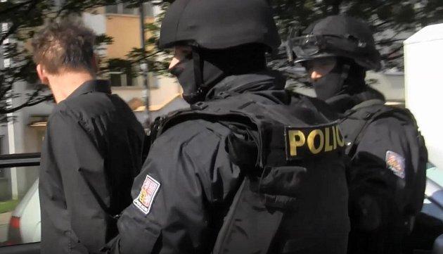 Zadržení prodejců drog v Chrudimi.