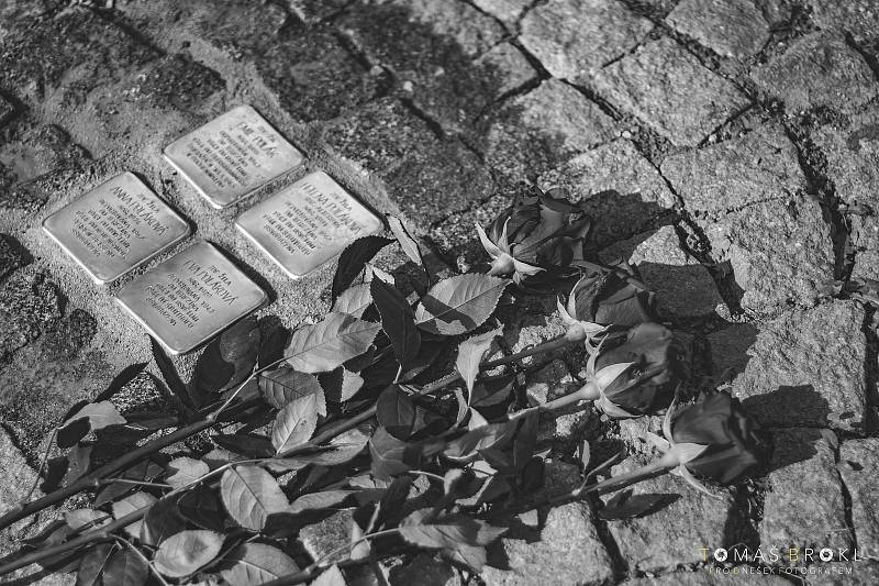 Kameny zmizelých jsou v Luži, rodišti Evy Liškové. Její rodina Polákových mezi nimi nechybí.