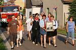 Přestože v kanlendáři byste našli datum datum 7. června, recesisté z chrudimské místní části Topol slavili v sobotu 1. máj. A to opravdu ve velkém stylu.