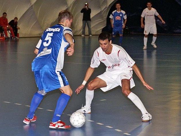 Futsalisté mistrovského Era-Packu se v utkání 7. kola první ligy pořádně nadřeli na výhru v derby s pardubickým Torfem.