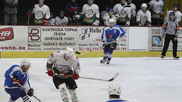 Hokejisté Hlinska doma prohráli s lídrem tabulky krajské ligy mužů ze Světlé nad Sázavou.