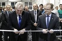 Prezident Miloš Zeman během návštěvyTřemošnice otevřel novou montážní halu ve společnosti DAKO-CZ.