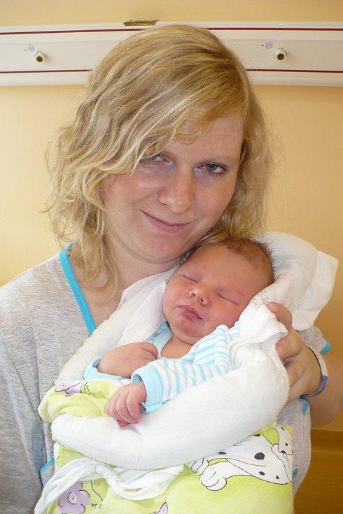 VÁCLAVA JELÍNKA přivítali na svět novopečení rodiče Veronika a Petr z Hlinska 6. července v 10:30. Měřil 51 cm a vážil 3,6 kg.