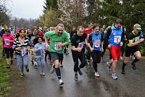 NA STARTU hlavního závodu se sešlo 76 běžců, kratší okruh absolvovalo 35 závodníků.