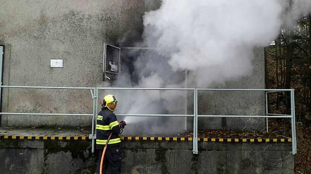 Požár ve skladu hořlavých kapalin v Hlinsku