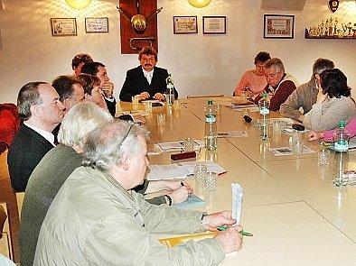 Zasedání zastupitelstva.