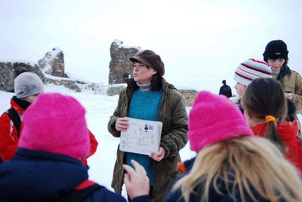 Při víkendovém táboření na hradě Lichnici bylo víc sněhu, než jindy. Ale mráz spáče netrápil, teplota byla kolem nuly.