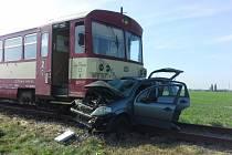 Při nehodě osobního vozu s vlakem na železničním přejezdu v Bořicích byla jedna osoba zraněna.