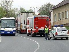 Kamion blokoval dopravu v Čáslavské ulici v Chrudimi.