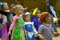 Dětský karneval v nasavrcké sokolovně.