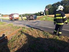 Havárie automobilu na železničním přejezdu na silnici 337 mezi Ronovem nad Doubravou a Třemošnicí.
