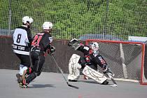 Ze čtvrtfinálové série 2. Národní hokejbalové ligy Jokerit Chrudim vs. Svítkov B.