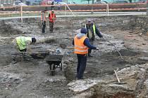Pří výkopových pracích pro podzemní parkoviště u hotelu Bohemia na Masarykově náměstí byla objevena stará chrudimská zástavba.