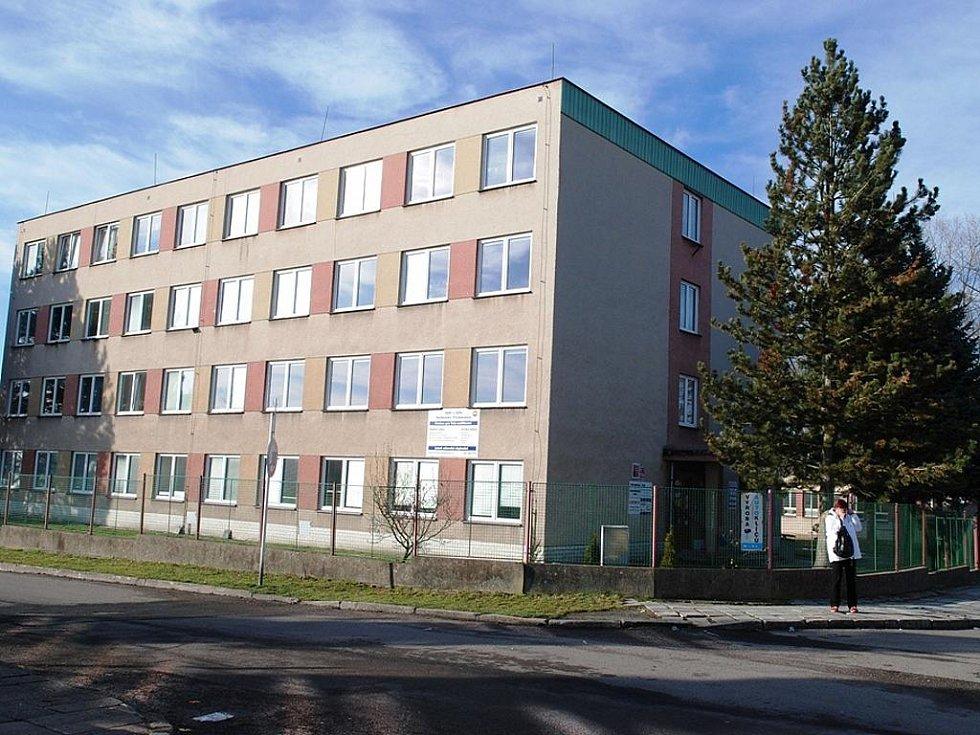 Budova SOŠ a SOU technického v Třemošnici.