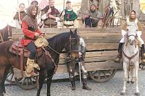 Na Resselově náměstí vzniklo husitské ležení s bojovými vozy.