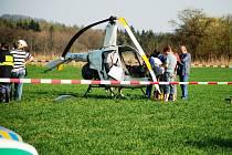 U Mladotic havaroval dvojmístný vrtulník. Nehoda se naštěstí obešla bez zranění.