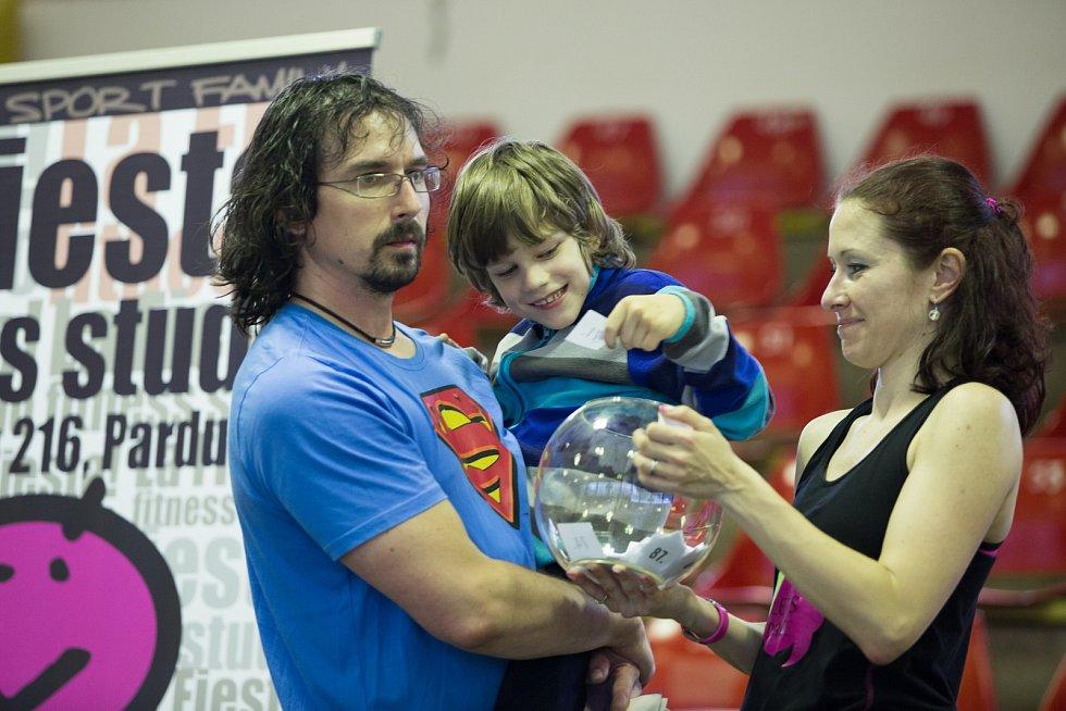 Charitativní Zumbaton v chrudimské sportovní hale přinesl více než dvacet tisíc korun potřebných k léčbě Míši Teresky.