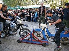 Ve Studnicích se motorkáři sešli při tradičním Motošťouchu.