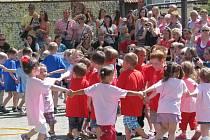 Mateřská škola v Hrochově Týnci slavila 30. výročí svého založení.