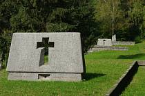 Nový kříž připomíná mučednickou smrt lidí z Ležáků