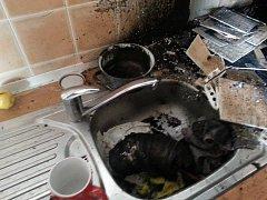 Hasiči zasahovali u požáru v prosečském domě s pečovatelskou službou.