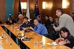 Lídři krajské koalice představilii nové složení vlády Pardubického kraje po volbách 2012.
