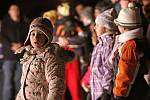 Hlinečtí oslavili společně příchod nového roku první lednový den ohňostrojem v Betlémě.