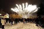 Ohňostroj na oslavu nového roku pořádaný městem  se rozzářil v Klášterních zahradách až 1. ledna.