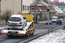 Na řidiče v Hrochově Týnci čeká při průjezdem obcí nový speciální semafor.