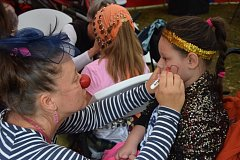 Zdravotní klauni rozveselují malé pacienty v Hamzově léčebně