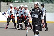 O víkendu se na hokejbalovém hřišti v Chrudimi odehrály první dva zápasy finále 2. NHbl mezi chrudimským Jokeritem a pardubickou rezervou Svítkov Stars