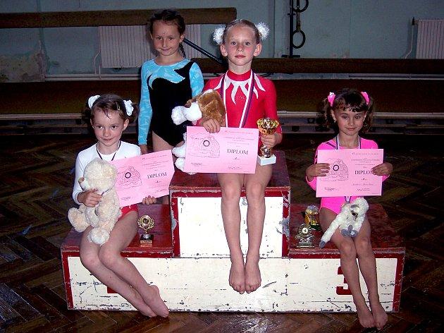 Nejmenší sportovní gymnastky oddílu TJ Sokol Chrudim.