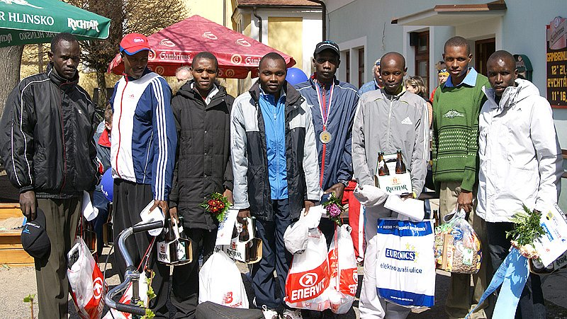 Na startu CKP Ceny Nasavrk se představilo osm vytrvalců z Afriky. Podle očekávání jim patřilo prvních osm míst v cíli.