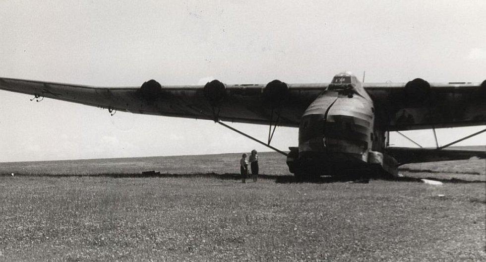 V březnu 1945  byly na letiště ve Skutči z nedaleké Chrudimi kvůli ochraně před bombardováním převeleny legendární německé stroje Messerschmitt Me 323 Gigant, největší transportní letadla své doby.
