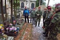 U hrobu generála Jaroslava Klemeše.