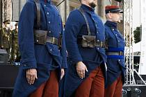 Příslušníci roty Nazdar v dobových uniformách.