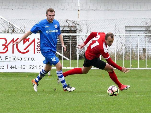 Lukáš Kopecký z MFK, v červeném