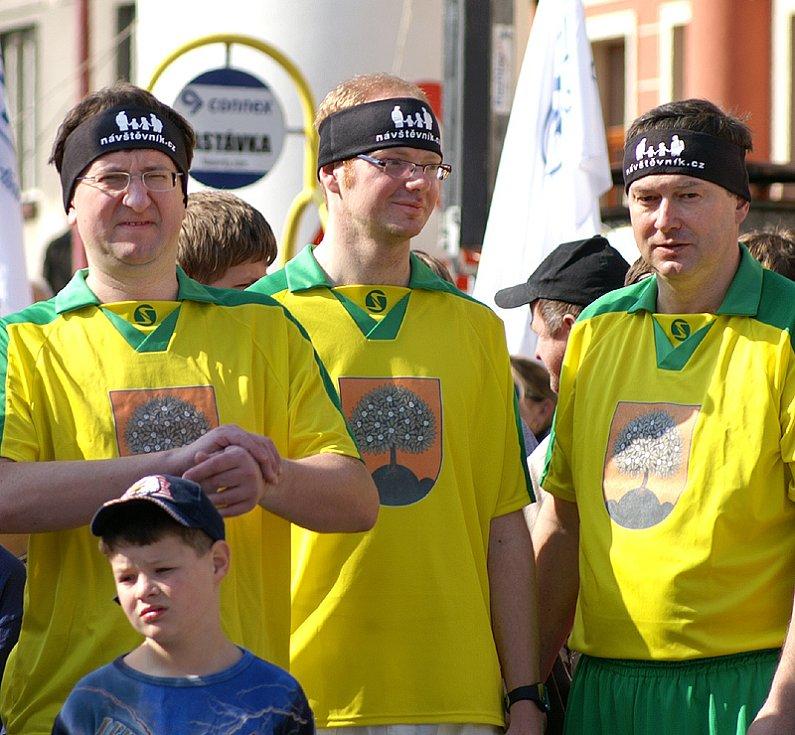 Netradičně jako běžci se představili zleva hejtman Pardubického kraje Ivo Toman, místostarosta Chrudimi Roman Málek a starosta Nasavrk Milan Chvojka.