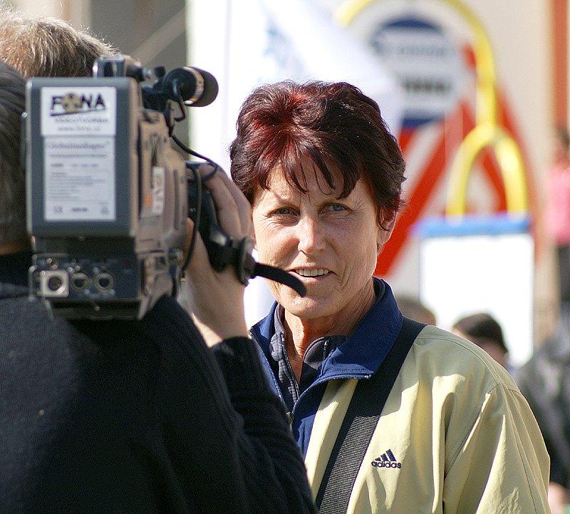 Jarmila Kratochvílová se ujala role startéra všech závodů.
